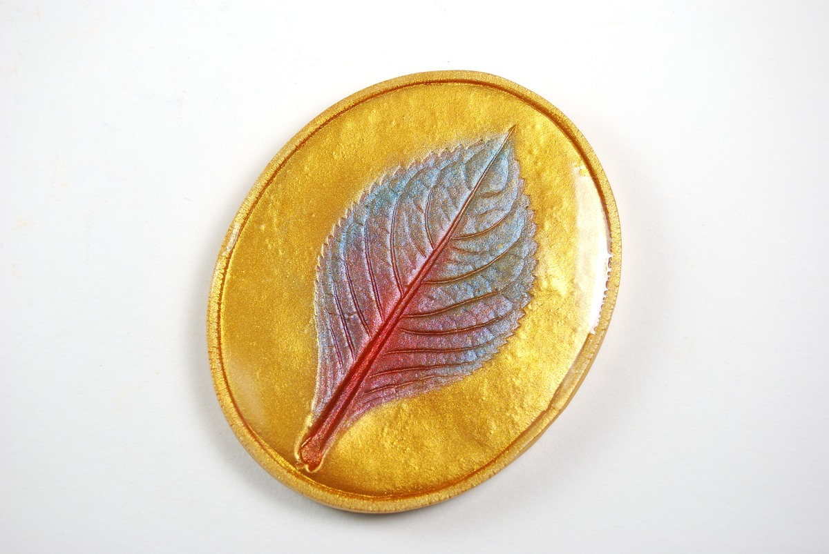Gold mica leaf