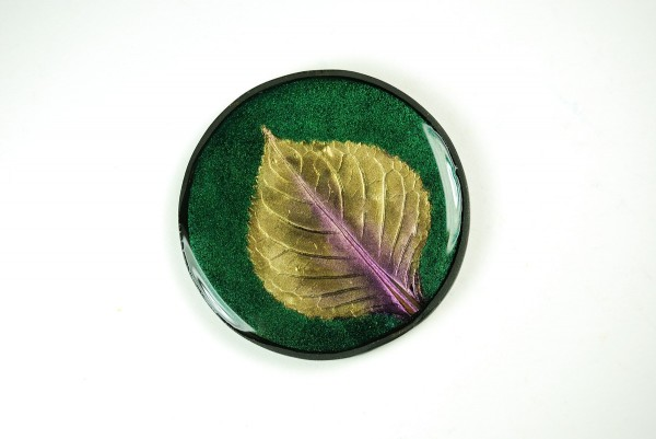 Green hydrangea leaf pendant with the free Mica Leaf Tutorial.