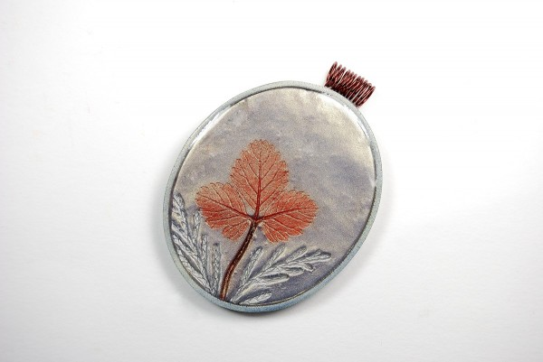 Using mica powders and polymer clay, make this pendant with the free Mica Leaf Tutorial by Ginger Davis Allman.