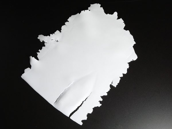 Sheets of Pardo Translucent do tear easily.