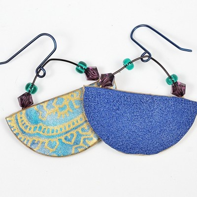 Learn to make these earrings from polymer clay using the Opulent Tapestry tutorial from The Blue Bottle Tree.