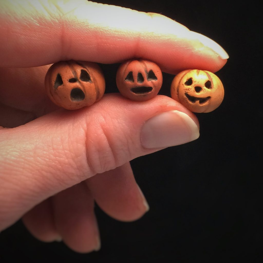 Tiny Jack-o-Lanterns by Jennifer Sorensen of Wishing Well Workshop