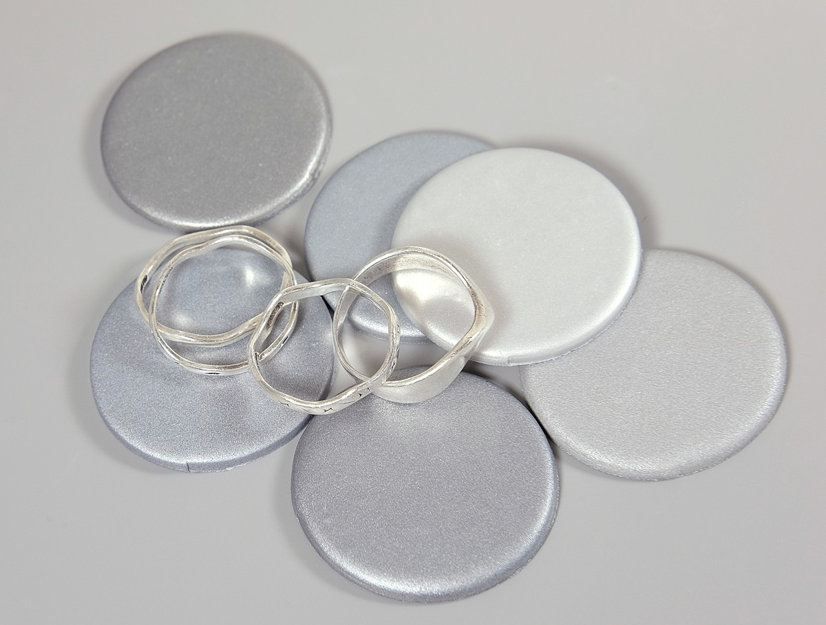 Silver metallic polymer clay doesn't really look like silver.
