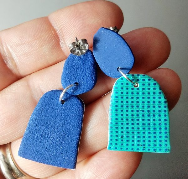 earring with textured back